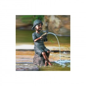 Teichfigur Lukas Junge mit Frosch H=ca.46cm, Polyresin